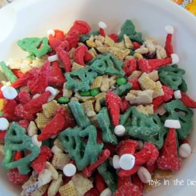 Santa Trail Mix {Edible Christmas Crafts}