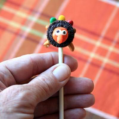 Tiny Turkey Pops {Thanksgiving Edible Crafts}
