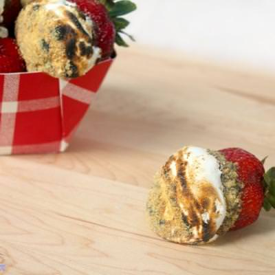 Toasted S'more Stuffed Strawberries {Strawberry Dessert}