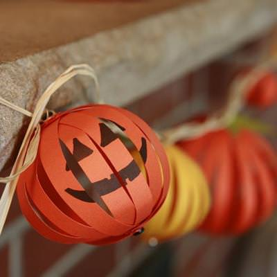 Halloween Pumpkin Garland {Halloween Craft Ideas}