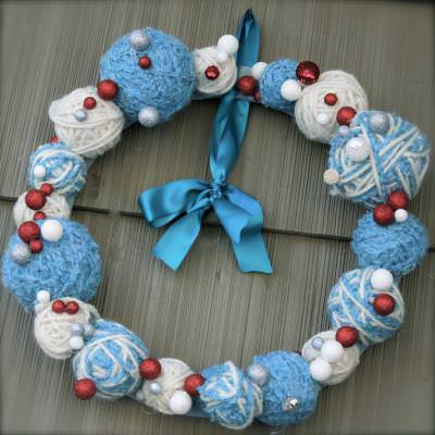 A Chrismukkah Wreath {Holiday Gifts}