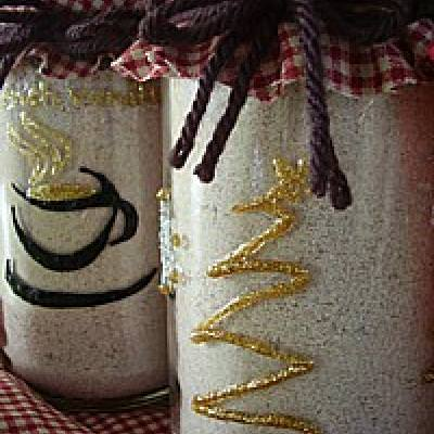 Decorate Glass Jars With Puffy Paint {Gifts In A Jar}
