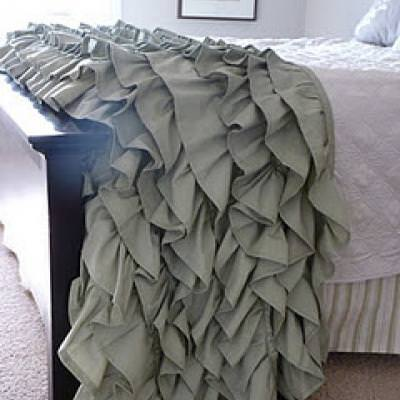 DIY: Ruffled Throw {Gifts for the Home}