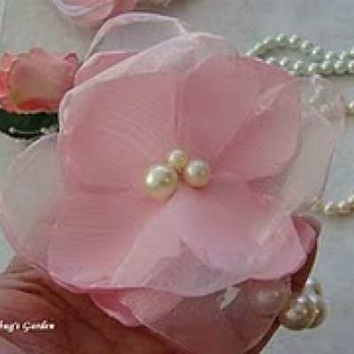 Easy Corsages & Boutonniere {Gifts For Teens}