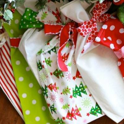 Fabric Gift Bags {Tutorial}