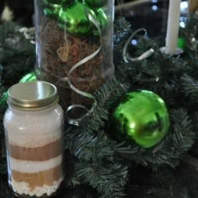 Mason Jar Layered Hot Chocolate {Edible Gift}