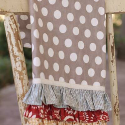 Ruffle Kitchen Towel Pattern {Housewarming Gifts}