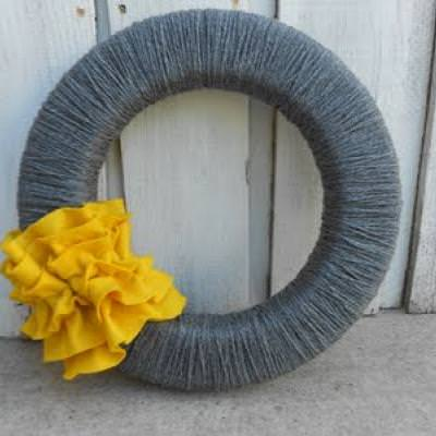 Simple Yarn Wreath {Tutorial}