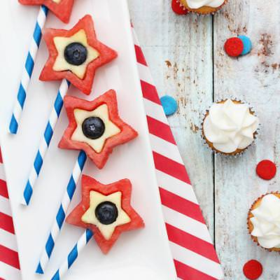 4th of July Fruit Pops {Patriotic Food}