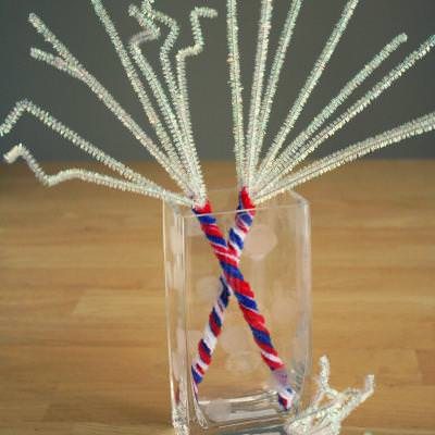 4th of July Pipe Cleaner Sparklers {Crafts for Kids}