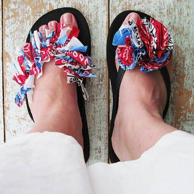 Red White and Blue Bandana Flip Flops {Crafts for Kids}