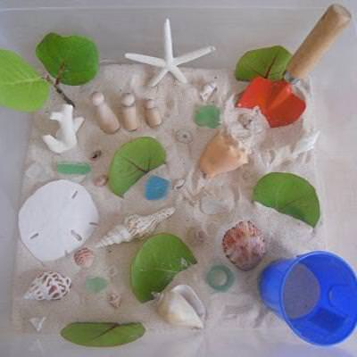 Beach Sensory Tub & Playdough {Sensory}