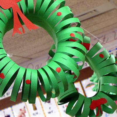 Construction Paper Wreath {Paper Decoration}