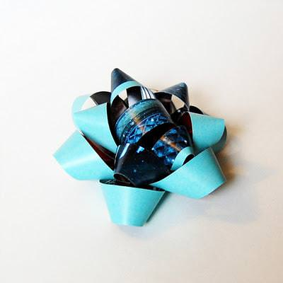 DIY Gift Bows {Recycled Crafts}