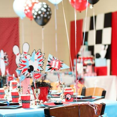 Bowling Party Table Settings {Centerpieces}