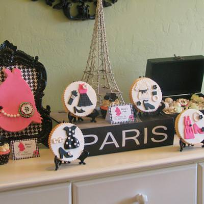 Miss PIggy in Paris Party {Tween Birthday Party Ideas}