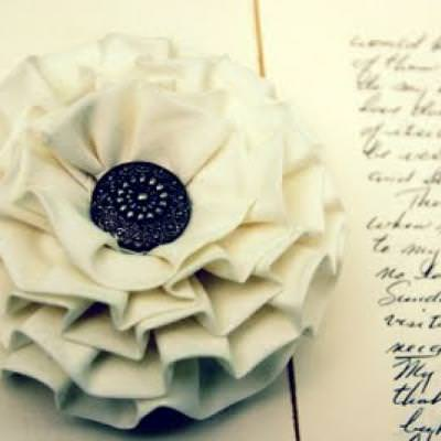 Interchangeable Fabric Flower Tutorial {Brooch or Hairclip}