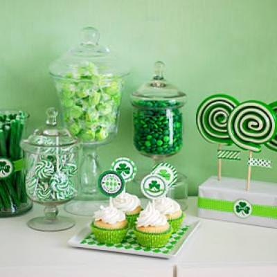 St. Patrick's Day Party Dessert Bar {diy decor}