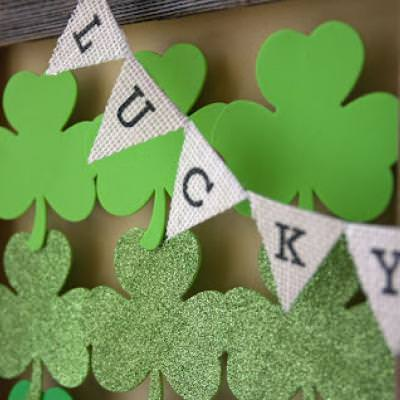 St. Patricks Day Shamrock Display {DIY Shamrock Decor}