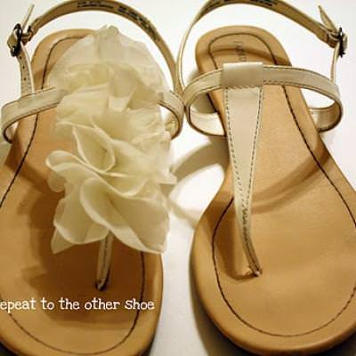 b7db6e28ec3556 Ruffle Up Your Sandals DIY  Shoes  – Tip Junkie