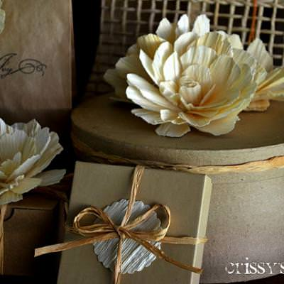 Corn Husk Flower {Thanksgiving Floral Designs}