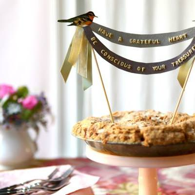 Alphabet Pie Topper and Place Cards {Thanksgiving Table}