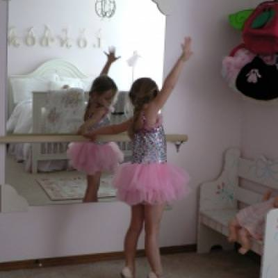 Ballerina Mirror and Barre DIY {Kids Room Accessories}