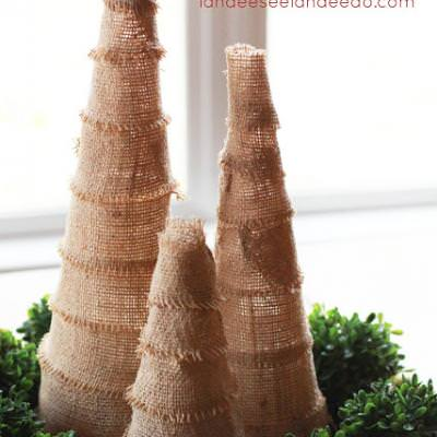 Burlap Christmas Trees {Christmas Crafts}
