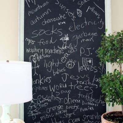 Chalkboard Thankful Board {Thanksgiving Pictures}