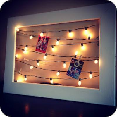Christmas Card Display With Lights {Christmas Decor Ideas}