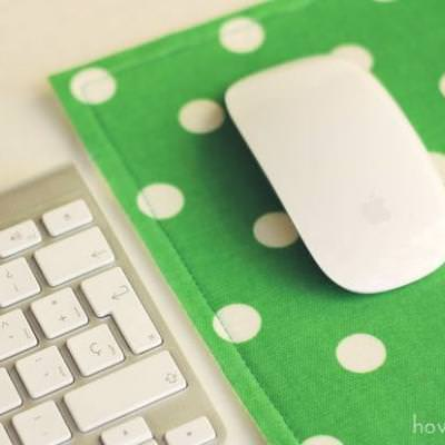 DIY Fabric Scrap Mouse Pad {homemade gifts}