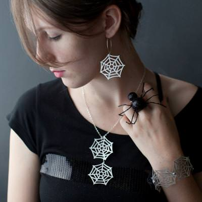 DIY Paper Spider Web Jewelry {spider web craft}