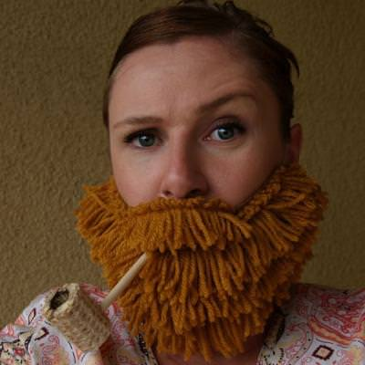 DIY Yarn Beards {Tutorial}