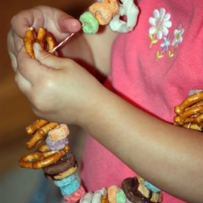 Edible Candy Necklace {Food for Kids}