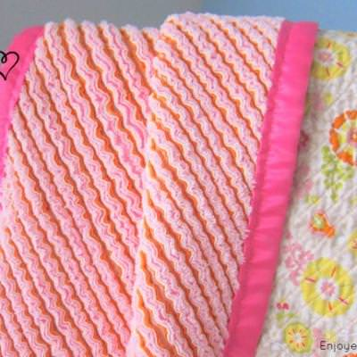 Faux Chenille Blanket {Blanket and Quilts}
