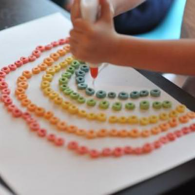 Fruit Loop Rainbow Craft {Holiday Crafts}