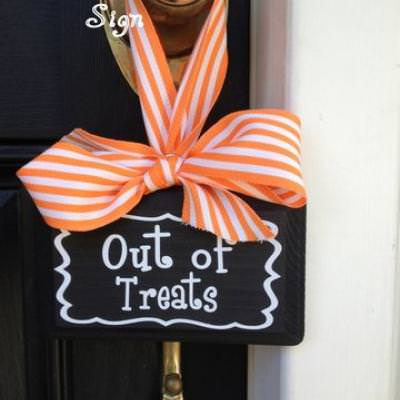 Halloween Chalkboard Door Sign {Halloween Decor}