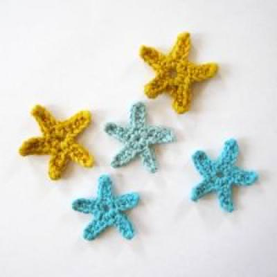 How to Crochet Simple Stars {Crochet Accents}