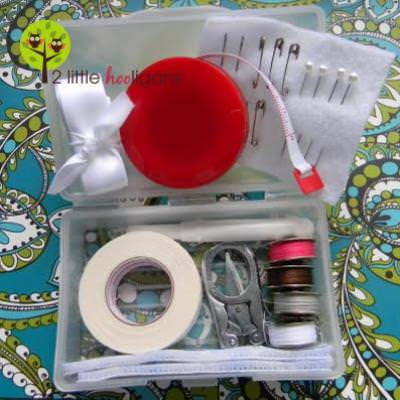 How to Make a Travel Sewing Kit {Sewing Supplies}