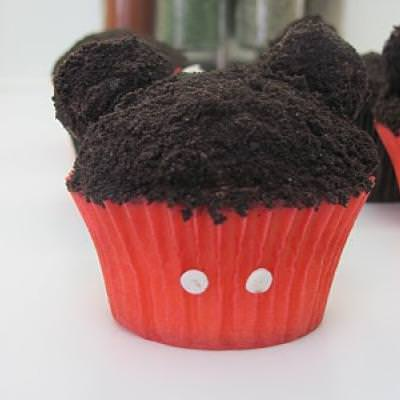 Mickey Mouse Cupcakes {Themed Dessert Ideas}
