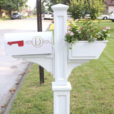 Quick and Easy Mailbox Makeover {Curb Appeal}