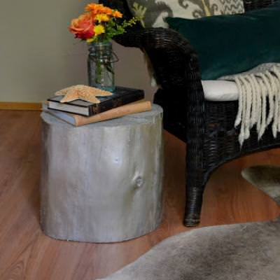 Rustic Chic Stump Side Table DIY {Side Tables}