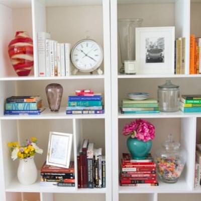 Styling a Bookshelf {Bookshelf Decor}