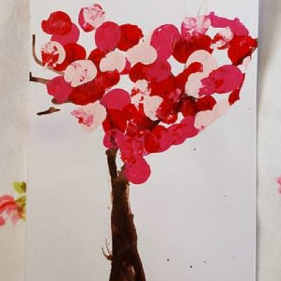 Valentine Tree {Valentine School Crafts}